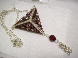 collier triangle peyote marron