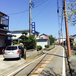 福井市中心部から前川医院への道順⑦。左手に、前川医院の青い看板が見えてきます。