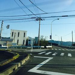 福井市中心部から前川医院への道順③。足羽川を越えた後に左折する交差点です。
