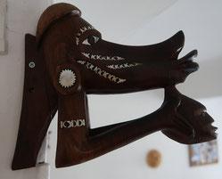 Nguzunguzu des Iles Salomons avec inscrustations en nacre nautile