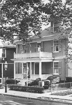 Das Haus der Kennedy Familie in der Beals Street, Brookline, Massachusetts. Photo Credit: John F. Kennedy Presidential Library and Museum, Boston