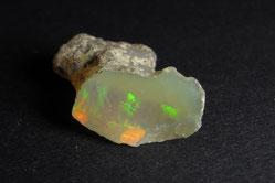Muscheliger Bruch bei einem Opal