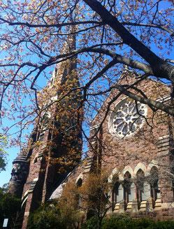 *私の目の前にそびえ立った、美しく音痴な教会