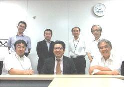 ※DMICのメンバー。前列中央が、オランダに本社をおき、既存のIT資産を統合・再活性化する業務マネジメント・システムを世界中に展開するC社の日本法人代表、H・Kさん。この日はドタン場で出張が入った3名が欠席となってしまいました。
