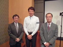※写真中央が松岡修造さん、右が原田維夫先生。