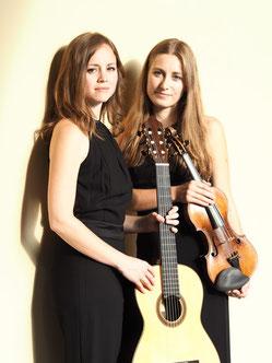 Duo Karuna - Jessica Kaiser, Gitarre und Johanna Ruppert, Violine