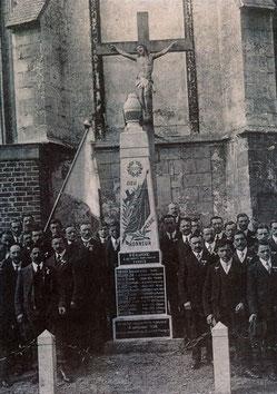 Monument de Péronne en Mélantois à l'origine était au chevet de l'église