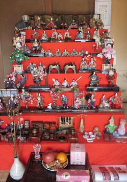 *Rさんのご実家で拝見しました昭和初期の七段お雛飾り。