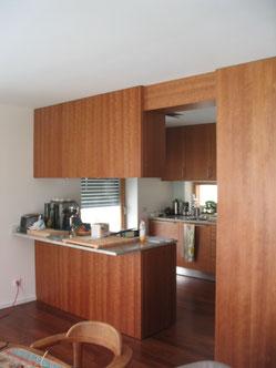 Einbauküche mit Raumteiler - Schreinerei Anian Klingsbögl