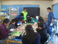 貝殻クラフト教室の様子