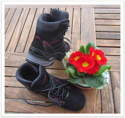 Trekkingschuhe, Blumen