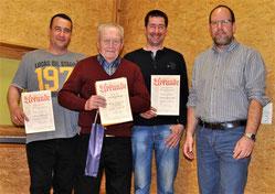 Für 60jährige Mitgliedschaft beim Turnver¬ein Ho-henklingen wurde Hermann Gerstenbrand (2.v.l.) im Rahmen der Jahreshauptversammlung mit einer Sonderehrung bedacht. Peter Wilde (links) und Edmund Bäuerle (2.v.r.) wurden vom Vorsit-zenden Lutz Neumannn (re
