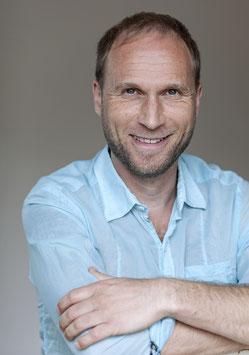 Foto von Michael Ritter mit türkisfarbenem Hemd