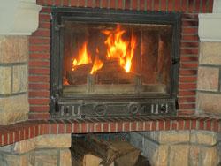 Un bon feu de bois pour se réchauffer ou pour mettre l'ambiance