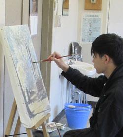 絵画アトリエでの自主制作の様子