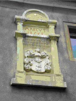 Wappen über dem Portal des Rittergutes in Blösien 2010