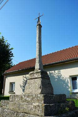 La croix en pierre de Grattepanche