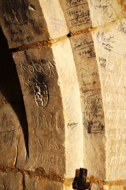 Les graffiti de la crypte de Picquigny