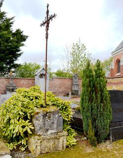 Ignaucourt: la croix du cimetière