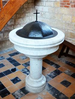 Fonts baptismaux en marbre: église de Cappy