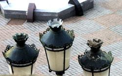 Les lampadaires de l'Hôtel de Ville- Ph: Ch Sellez