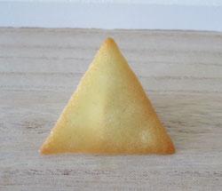 Gebackene Hippe, hergestellt mit einer Schablone, Motiv Dreieck