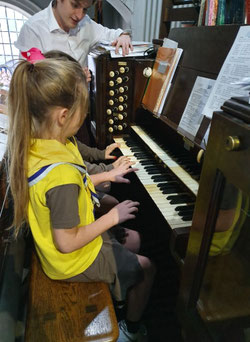 One of our many visitors tinkling the  ivories!