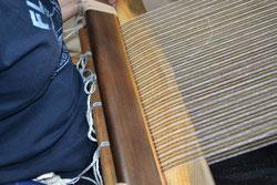上糸と下糸が切れていないか確認します