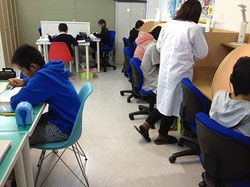 授業時間はみんな集中♪             ___φ(゚ー゚*)フムフム___φ(。_。*)カキカキ               静かな環境も自慢です!