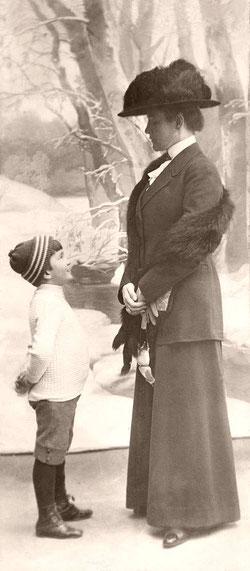 Графиня Мария Александровна Татищева с сыном Александром (Буба). Иркутск 1912 год