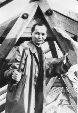 P. Bonaventura Schott, der erste Pfarrer, beim Richtfest
