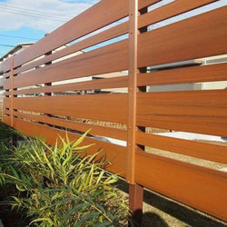 樹脂木製ウッド調フェンス