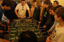 """...Tischfussball-Turnier mit dem Knabenchor """"Varpelis"""" (Litauen)"""