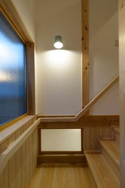 明り取りのある階段