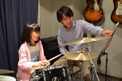 子供の音楽教室 ドラムレッスン風景