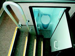 WC und Waschbecken an Bord