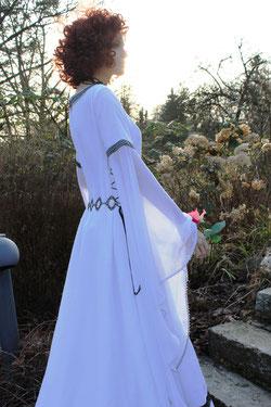 Mittelalter Hochzeitskleid, feenhaftes Mittelaltergewand, Leinen, weiß.