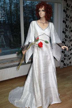 Mittelalterhochzeit im keltischen Stil, Brautkleid aus Seide, als UNIKAT.