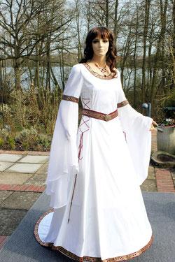 Mittelalter Brautkleid für die Mittelalter Hochzeit in Leinen, weiß.