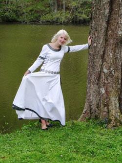 Aeska, die Jugend, Mittelalter Hochzeitskleid im keltischen Stil, maßgefertigt.