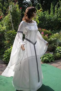 Feenhaftes Brautkleid, mittelalter Hochzeitskleid.