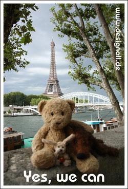 Kasimir, Cäsar und Fredi am Seine-Ufer vor dem Eiffelturm