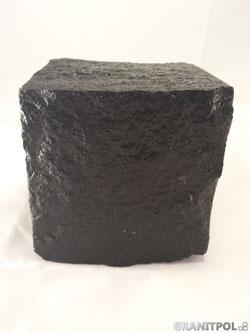 schwarze und rote Pflastersteine aus schweden, granitpflaster , granitblock