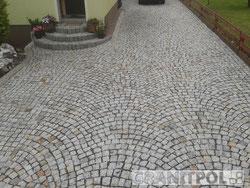 Mauer aus Granitblöcken in Basel setzen