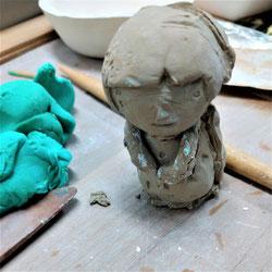 自分を模して陶芸の土でカタチまでつくったところ、石膏型からおこしたので幾つでも同じモノができる
