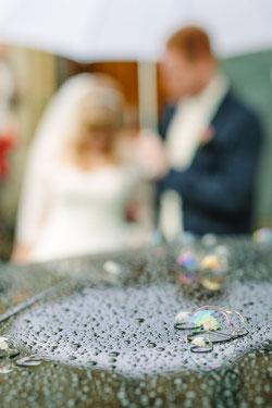 Hochzeitsreportage im Regen. Hochzeit und Trauung Bilder im Regen