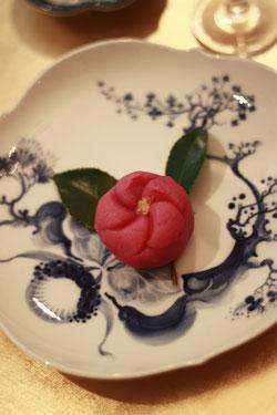レッスンのお菓子は椿の練り切りでーす♪