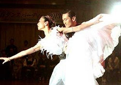 成田 雅延(なりた まさのぶ)元山 朝香(もとやま あさか)組。世界ショーダンス選手権セミファイナリスト