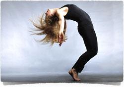 Tanzschule, Tanzkurs, Gruppentanz, Crazy Wedding Dance Mitternachtseinlage, Showeinlage, Tanzshow, Hochzeitstanz mal anders, Walzer, Eröffnungstanz, Hochzeitswalzer,Tanzunterricht, Birgit Urbanek, www.tanz-choreo.at,Tanz Choreo, Körperwelle, Erster Tanz