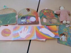 担任の先生の手作りカードやお人形